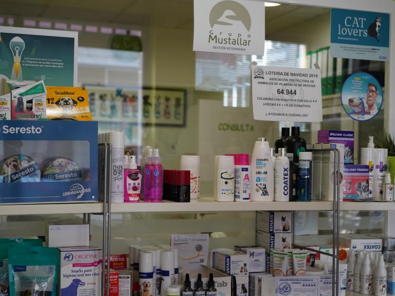 clinica_veterinaria_os_durans_villagarcía_instalaciones_tienda_mastocas_champú